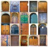 Una raccolta di 20 vecchie porte alla vecchia città a Salisburgo, Austria Immagini Stock