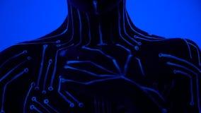 Una ragazza alla luce ultravioletta con bodypainting sotto forma di microchip cammina lentamente le sue dita lungo il suo corpo archivi video