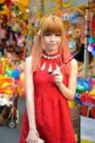 Una ragazza cinese celebra il nuovo anno cinese Immagini Stock