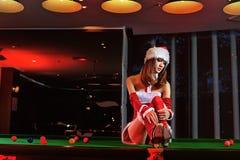Una ragazza cinese vestita in costumi di Natale Fotografia Stock Libera da Diritti