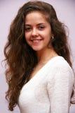 Una ragazza con capelli lunghi Fotografie Stock Libere da Diritti