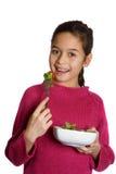 Una ragazza con una ciotola di insalata fresca Fotografia Stock Libera da Diritti