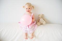 una ragazza di 2 anni Immagini Stock Libere da Diritti