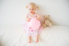 una ragazza di 2 anni Fotografia Stock