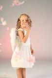 Una ragazza di quattro anni come angelo Fotografia Stock Libera da Diritti