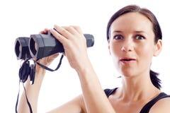 Una ragazza e un accoppiamento del binocolo Fotografie Stock