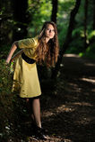 Una ragazza nella foresta Fotografia Stock