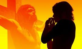Una ragazza prega Fotografie Stock Libere da Diritti