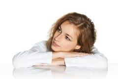 Una ragazza sogna di menzogne sulle mani Immagini Stock Libere da Diritti