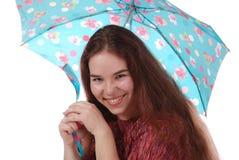 Una ragazza sorridente con un ombrello Fotografia Stock