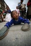 Una ragazza su un pellegrinaggio a Lhasa Tibet Fotografie Stock Libere da Diritti