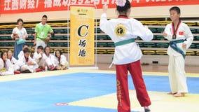 Una ragazza in un competiton del Taekwondo video d archivio