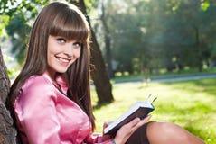 Una ragazza in una sosta Fotografia Stock Libera da Diritti
