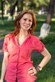 Una ragazza in una sosta della città Fotografia Stock Libera da Diritti