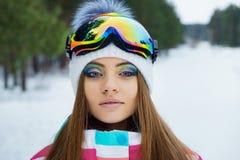 Una ragazza in vestiti di sport Fotografia Stock Libera da Diritti