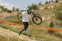 Una raza de bicicleta que gana Imágenes de archivo libres de regalías