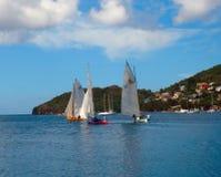 Una raza usando los botes del Caribe tradicionales Fotografía de archivo