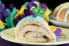 Una rebanada de reyes Cake en macro Imagen de archivo libre de regalías