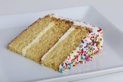 Una rebanada de torta con asperja Imagen de archivo libre de regalías