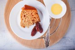 Una rebanada de torta de la fecha Fotografía de archivo libre de regalías