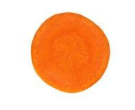 Una rebanada de zanahoria aislada en el fondo blanco Imagen de archivo