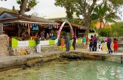 Una recepción nupcial en la costa de Bequia Fotos de archivo libres de regalías