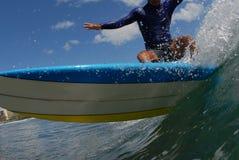 Una reducción grande de la persona que practica surf Fotos de archivo libres de regalías
