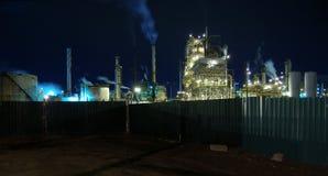Una refinería en mi patio trasero Imagen de archivo libre de regalías