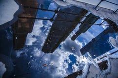 Una reflexión de los rascacielos Foto de archivo libre de regalías