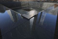 Una reflexiones del World Trade Center (1WTC), de Freedom Tower y huella de WTC, monumento nacional del 11 de septiembre, New Yor Imágenes de archivo libres de regalías