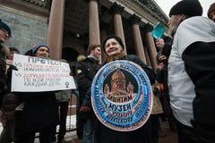 Una reunión de la protesta contra la transferencia del ` s Cathedr del St Isaac Foto de archivo libre de regalías