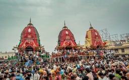 Una reunión enorme de devotos de diversas partes de la India en Puri imagenes de archivo
