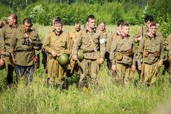 Una ricostruzione di role-play di una delle battaglie della guerra mondiale 2 con periferie di Mosca nella regione di Kaluga in R fotografia stock libera da diritti