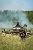 Una ricostruzione di role-play di una delle battaglie della guerra mondiale 2 con periferie di Mosca nella regione di Kaluga in R fotografia stock