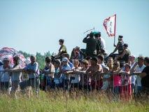 Una ricostruzione di una delle battaglie della guerra mondiale 2 con parte anteriore orientale nella regione di Kaluga in Russia fotografia stock