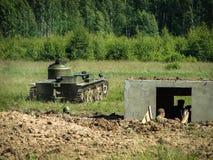 Una ricostruzione di una delle battaglie della guerra mondiale 2 con parte anteriore orientale nella regione di Kaluga in Russia fotografie stock