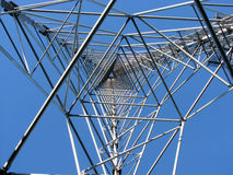 Una riga di energia elettrica pilone immagine stock