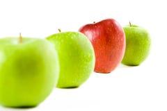 Una riga di mele fresche Fotografia Stock Libera da Diritti