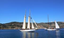 Una riunione dei due yacht Fotografia Stock
