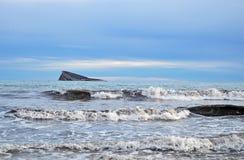 Una roca en el mar Imagen de archivo libre de regalías