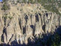 una roccia nuda nelle montagne rocciose immagine stock