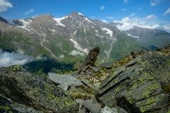 Una roccia tagliente su Grossglockner Hochalpenstrasse fotografia stock