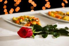 Una rosa para el día de tarjeta del día de San Valentín Foto de archivo