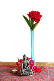 Una rosa y una vela para el Buda Fotografía de archivo libre de regalías