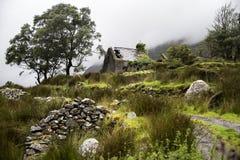 Una rovina nelle montagne fotografia stock