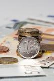 Una rublo y el euro (monedas y billetes de banco) Imágenes de archivo libres de regalías