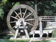 Turbina de la rueda de agua Imágenes de archivo libres de regalías