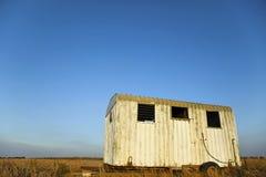 Ruina del remolque en campo del campo Fotos de archivo libres de regalías