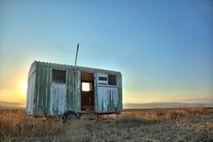 Ruina del remolque en campo del campo Fotos de archivo