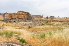 Una ruina bien conservada del griego clásico en Hierapolis Imagen de archivo libre de regalías